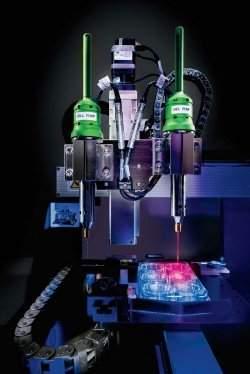Na zdjęciu drukarka NovoGen MMX Bioprinter firmy Organovo, która pozwoliła wydrukować tkankę wątroby.