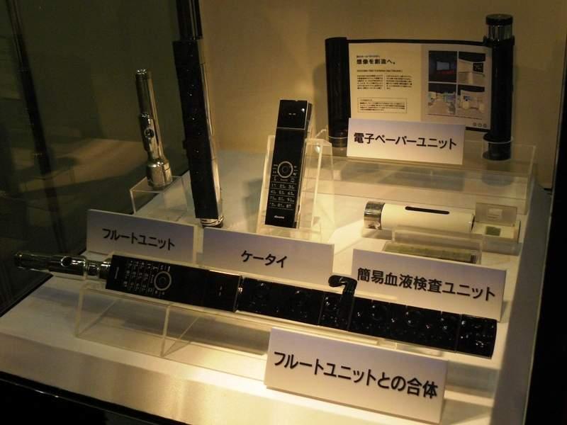 Modularny telefon NTT DoCoMo