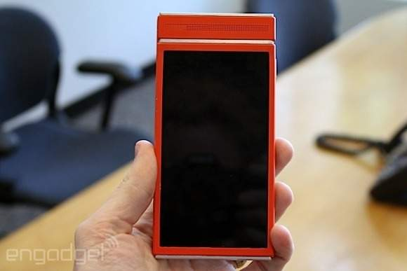 Prototypowy modularny smartfon (źródło: Engadget.com)