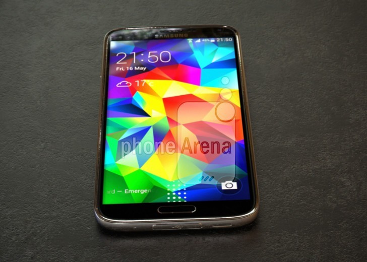 Aluminiowy Samsung Galaxy S5 z ekranem QHD na zdjęciach