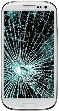 Rozbity ekran to jedno z najgorszych uszkodzeń smartfona. W większości wypadków zaleca się wymienić cały panel przedni urządzenia.