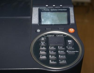 Panel kontrolny drukarki pozwalający bezpośrednio sterować funkcjami urządzenia; w zależności od funkcjonalności drukarki udostępnia szereg funkcji dodatkowych, np. w niektórych modelach drukarek biurowych można tak skonfigurować urządzenie, by wydruk był zrealizowany dopiero po wprowadzeniu indywidualnego hasła pracownika.
