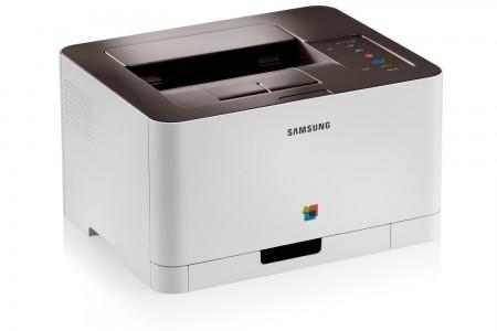 """Niewielka """"domowa"""" kolorowa drukarka laserowa Samsung CLP-365 to najtańsze urządzenie w swojej klasie. Technologia laserowa charakteryzuje się znacznie większą wydajnością niż atramentowa i wydrukowanie nawet 100 tysięcy stron w ciągu roku za pomocą tego urządzenia jest jak najbardziej możliwe, ale całkowity koszt takiej operacji przekroczy… 20 000 zł."""