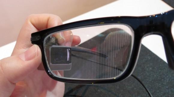 W Toshiba Glass obraz rzucany jest bezpośrednio na soczewkę w oprawce
