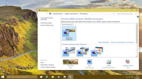 Tak wygląda domyślny pulpit systemu Windows 10. Wraca menu Start, a okno wyszukiwania znalazło swoje miejsce na pasku zadań.