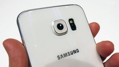 Samsun Galaxy S6 - wystający obiektyw