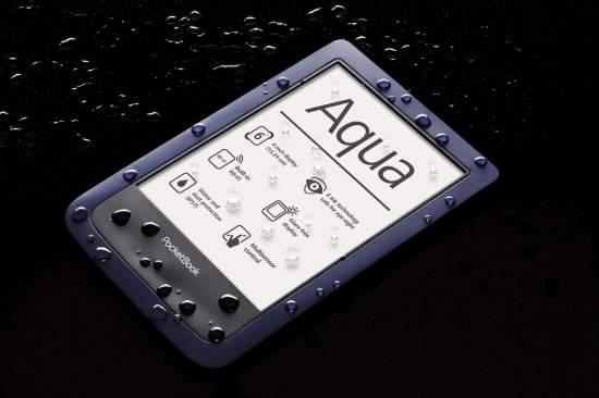 Wodoszczelna obudowa czytników PocketBook Aqua i Kobo H2O zapobiega przedostawaniu się do wnętrza obudowy  kurzowi także z powodzeniem można z nich korzystać na plaży, basenie.