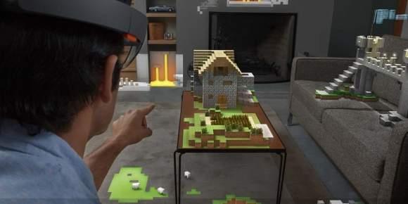 Gogle HoloLens przeobrażają każde pomieszczenie w wirtualny plac zabaw. Po co grać w Minecraft na ekranie monitora, skoro można to robić na stole, kanapie lub dywanie?