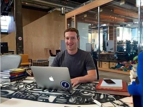 Mark Zuckerberg podczas rozmowy z użytkownikami FB