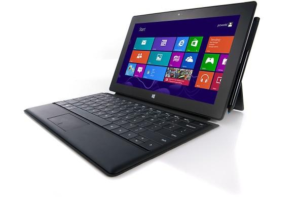 Tablet Surface Pro z dołączaną klawiaturą fizyczną.