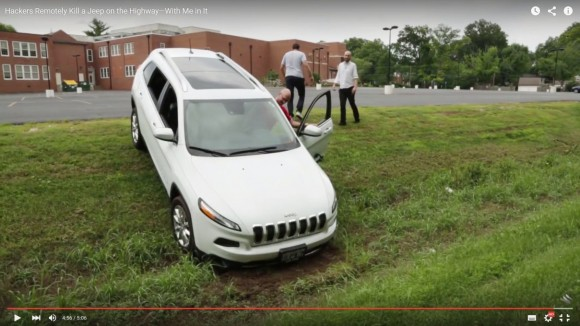 Hakerom udało się przejąć zdalnie kontrolę nad samochodem marki Jeep Cherokee. Sparaliżowali układ hamulcowy, a pojazd wylądował w rowie. Na szczęście wszystko na potrzeby eksperymentu.