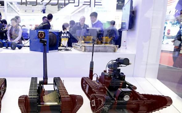 Roboty na 2015 World Robot Conference