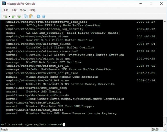Polecenie search służy do wyszukiwania modułów w pakiecie Metasploit. Zapewnia parametry do filtrowania wyników, np. name, type i path.