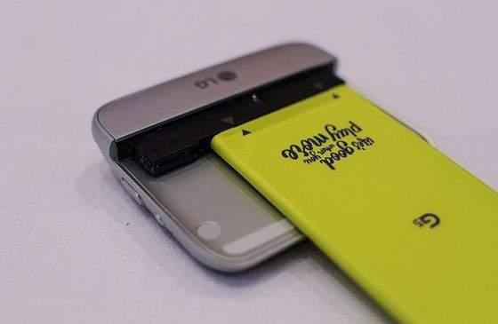 Moduł LG CAM Plus przemieniający  LG G5 w aparat kompaktowy
