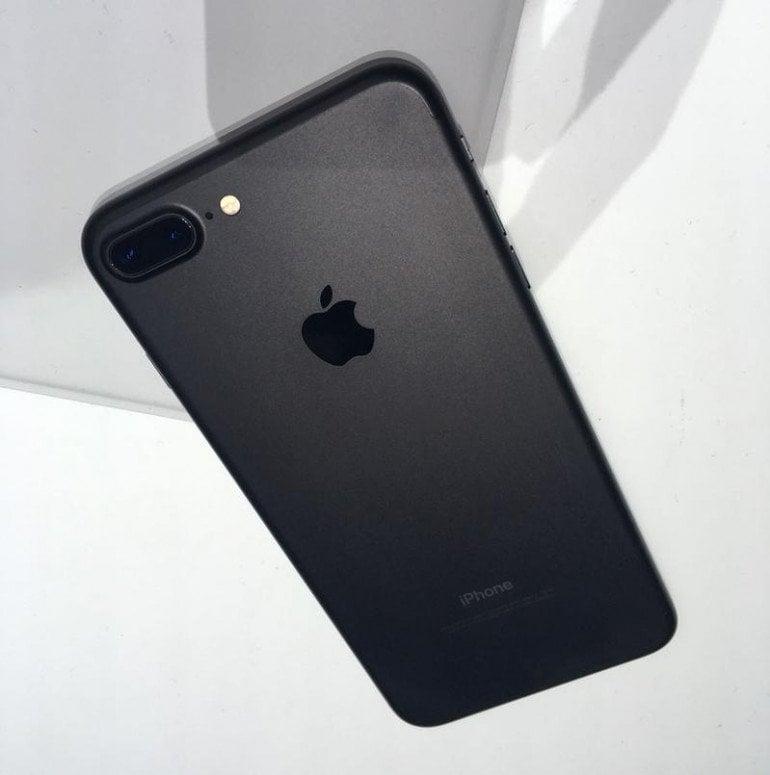 iPhone 7 Plus (w nowym kolorze matowej czerni)