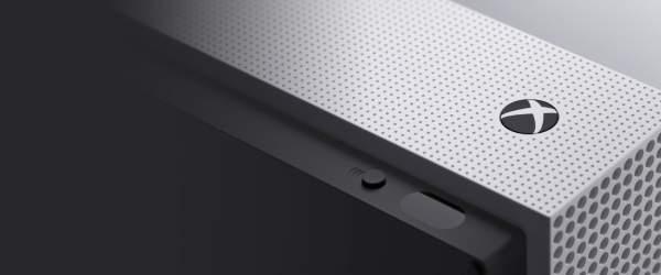W 2016 roku kolejnej iteracji doczekała się konsola Microsoftu. Xbox One S jest lżejszy, cieńszy i cichy od poprzednika, a w dodatku można go postawić pionowo