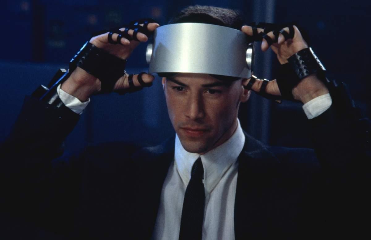 Keanu Reeves jako Johnny Mnemonic używa VR-u od 1995 roku (w filmie 2021).