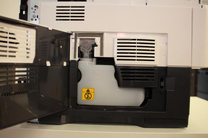 Drukarki laserowe zawierają pojemnik na zużyty toner.