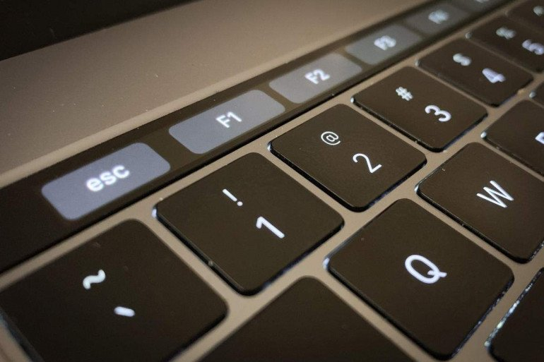 Touch Bar w MacBook'u Pro Źródło: Macworld