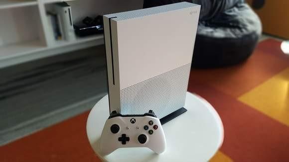 Xbox One S bez napędu - data premiery, cena, specyfikacja techniczna