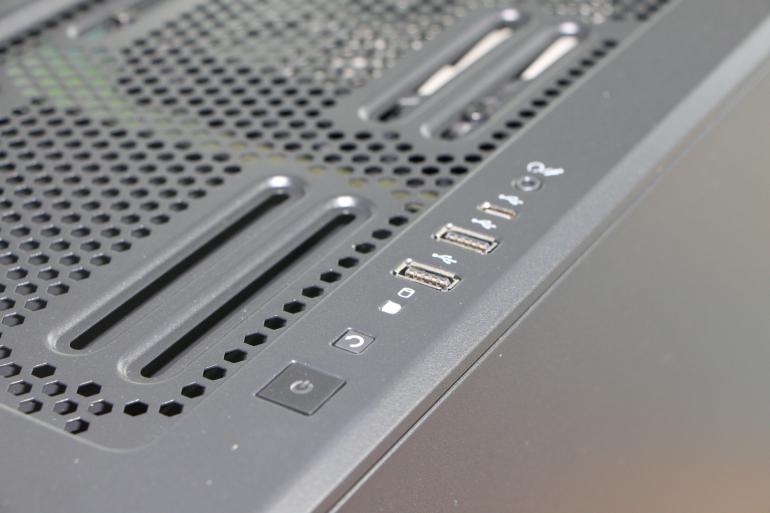 Corsair Carbide 678C – prezentujemy cichą obudowę ze szklanym oknem.