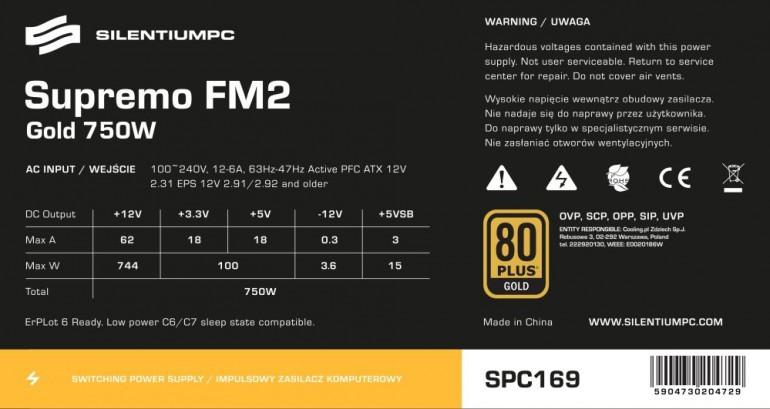 Naklejka z wykorzystywanego w redakcji PCWorld zasilacza SilentiumPC Supremo FM2 750W. Jak można zauważyć zasilacz oferuje 744 W na linii 12V, czyli niemal cały zasób zapewnianej mocy nominalnej.