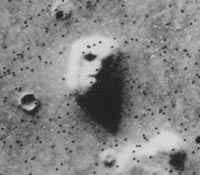 """""""Twarz"""" na Marsie sfotografowana przez sondę Viking 25 lipca 1976 roku (źródło: NASA)"""