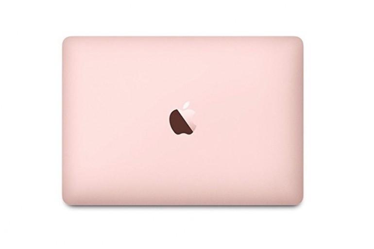 """MacBook 12"""" Na zdjęciu model z 2017 roku w kolorze Rose Gold Źródło: Apple"""