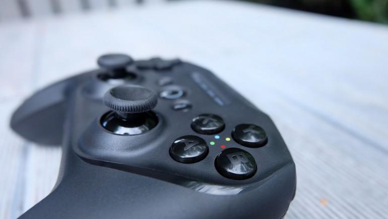 SteelSeries Stratus Duo - test multi-platformowego gamepada