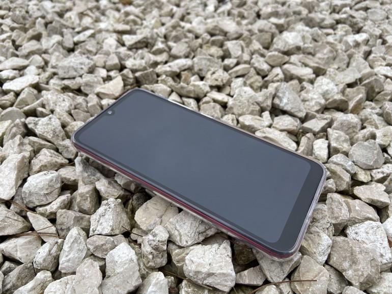 Moto E6 Plus - test taniego smartfona z wymienną baterią