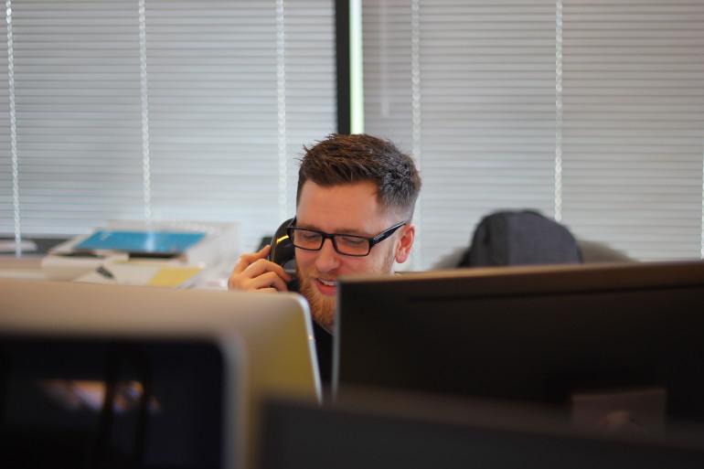 Jak wybrać operatora telefonii VoIP?