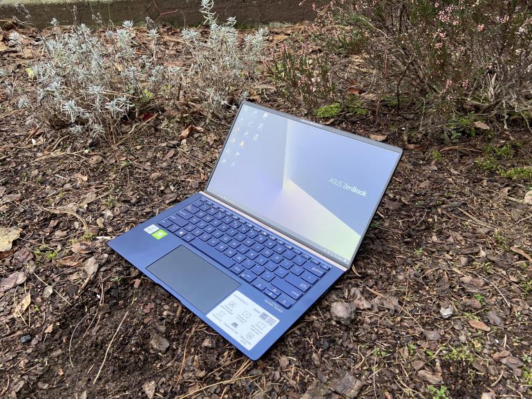 ASUS ZenBook 14 UX434F - test ciekawego laptopa z ekranem zamiast touchpad'a