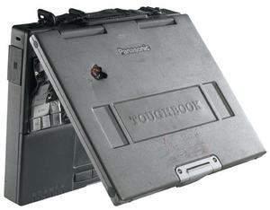CF-M34 Toughbook po trafieniu pociskiem