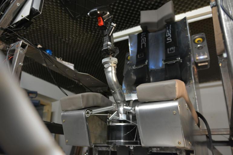 Własnoręcznie zrobiony symulator samolotu z przeciążaniami sięgającymi 3g