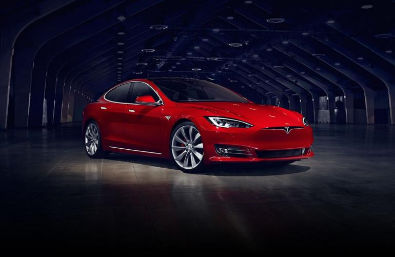 Wgrałeś sobie Autopilota do Tesli? Elon Musk zdezaktywuje Ci autonomiczną jazdę