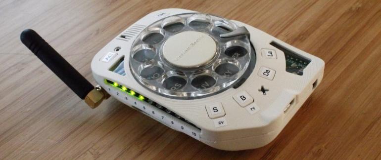 Jedyny w swoim rodzaju retro smartfon z obrotowym dialerem