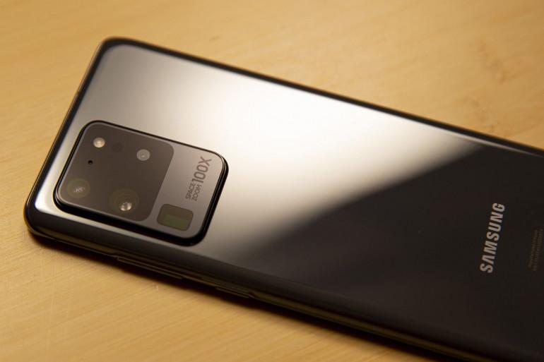 Najnowsze Samsungi Galaxy S20 dostarczane są z fabryczną folią na ekranie