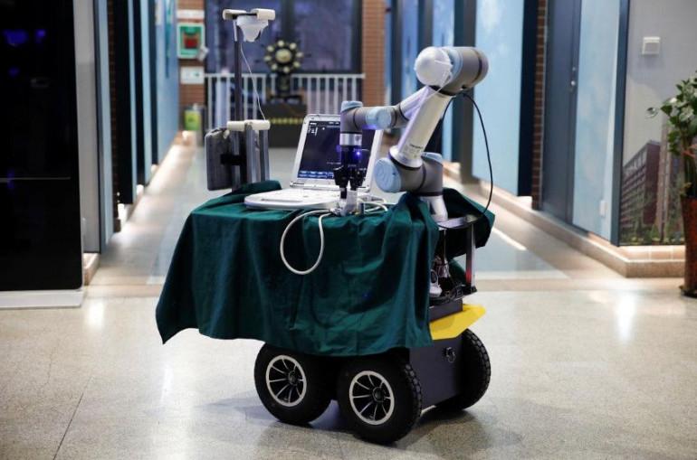 Chińczycy zbudowali robota, aby pomóc lekarzom w walce z koronawirusem