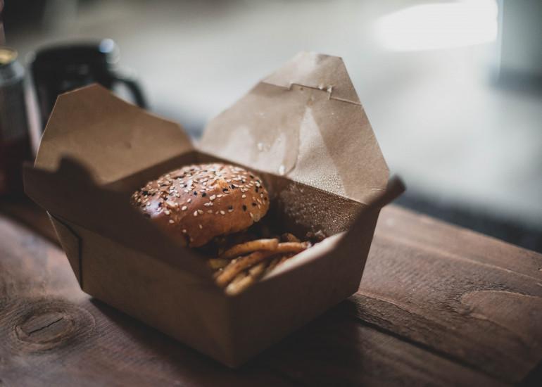 Jak zamawiać jedzenie przez internet – najlepsze aplikacje