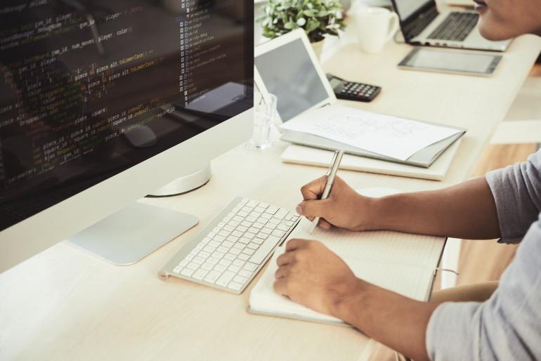 Nauka przez internet - jak i gdzie uczyć się programowania JavaScript, Python, C++, SQL i CSS