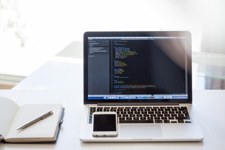 Koronawirus a zarobki i trendy w IT - raportuje No Fluff Jobs