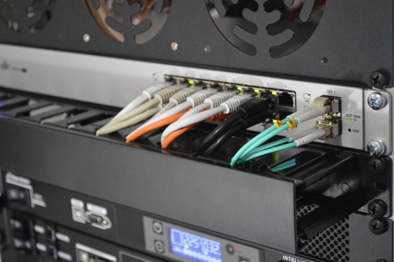 Typowy VPS ma 2 rdzenie procesora i 4 GB RAM. Oto aktualna oferta serwerów VPS największych dostawców na polskim rynku