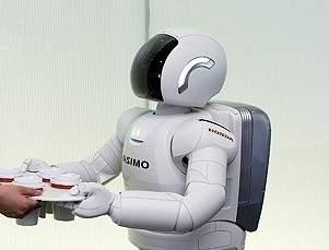 Asimo wyprodukowany przez firmę Honda porusza się bardzo sprawnie, ale jego ruch jest zaprogramowany, robot nie potrafi aktywnie utrzymywać równowagi.