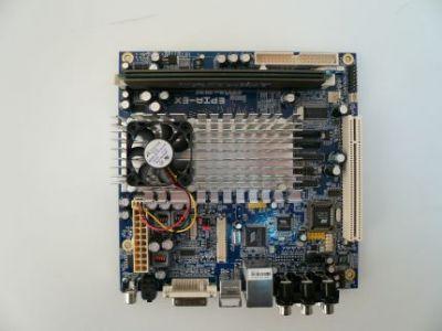 Platforma VIA EPIA EX15000G ma rozmiary 17x17 cm
