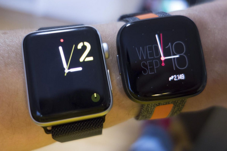 Apple Watch Series 3 i Fitbit Versa 2
