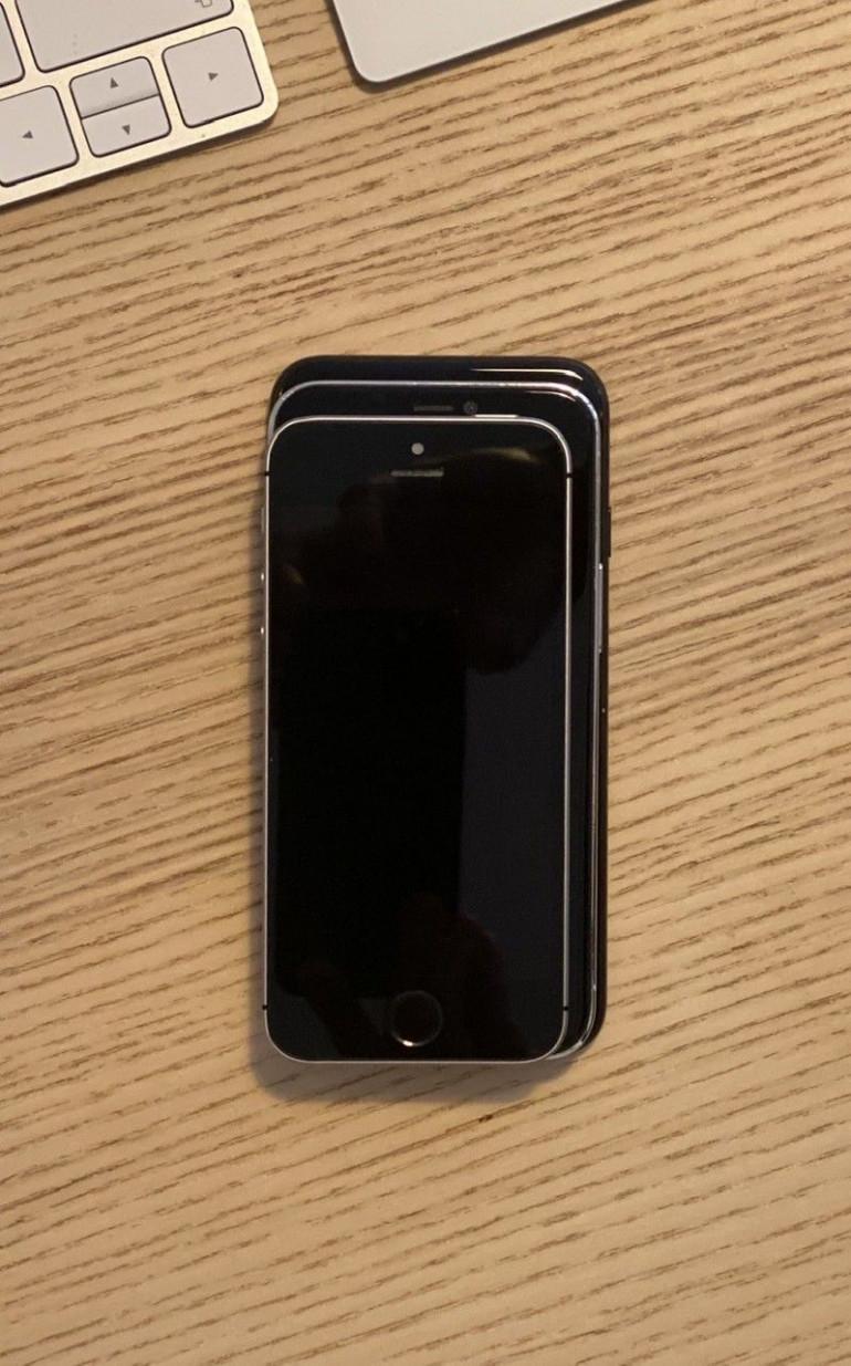 "iPhone SE, iPhone 12 5,4"" i iPhone 7"