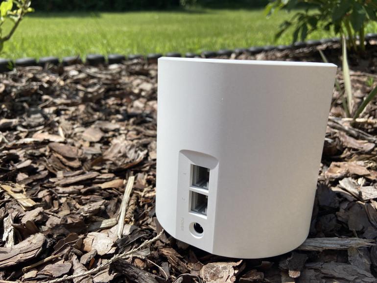 Gniazdo zasilania oraz porty Gigabit Ethernet