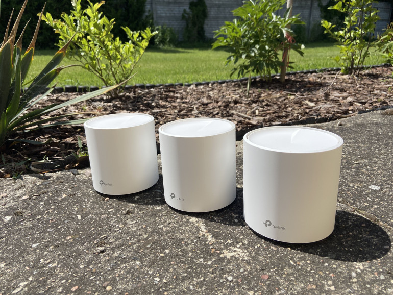 Trzy routery TP-Link Deco X60