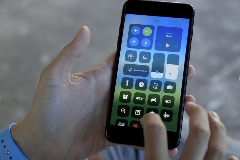 iPhone 8 Plus - ostatni iPhone z przyciskiem Touch ID i panelem IPS LCD