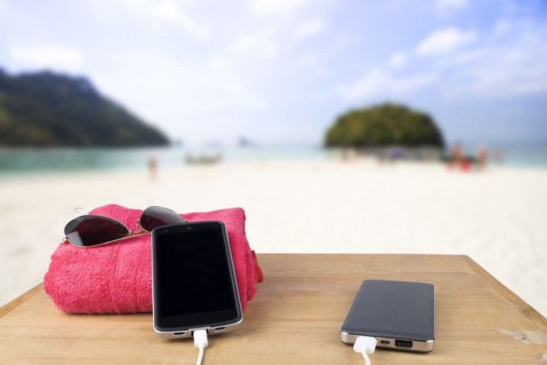 Szybki, kompaktowy i pojemny, czyli jaki powerbank wybrać na wakacje
